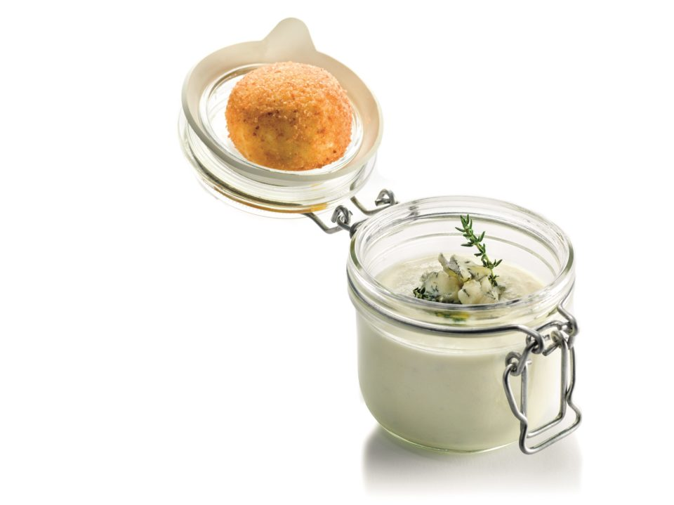 Gorgonzola soup with thyme and fried soft-boiled egg