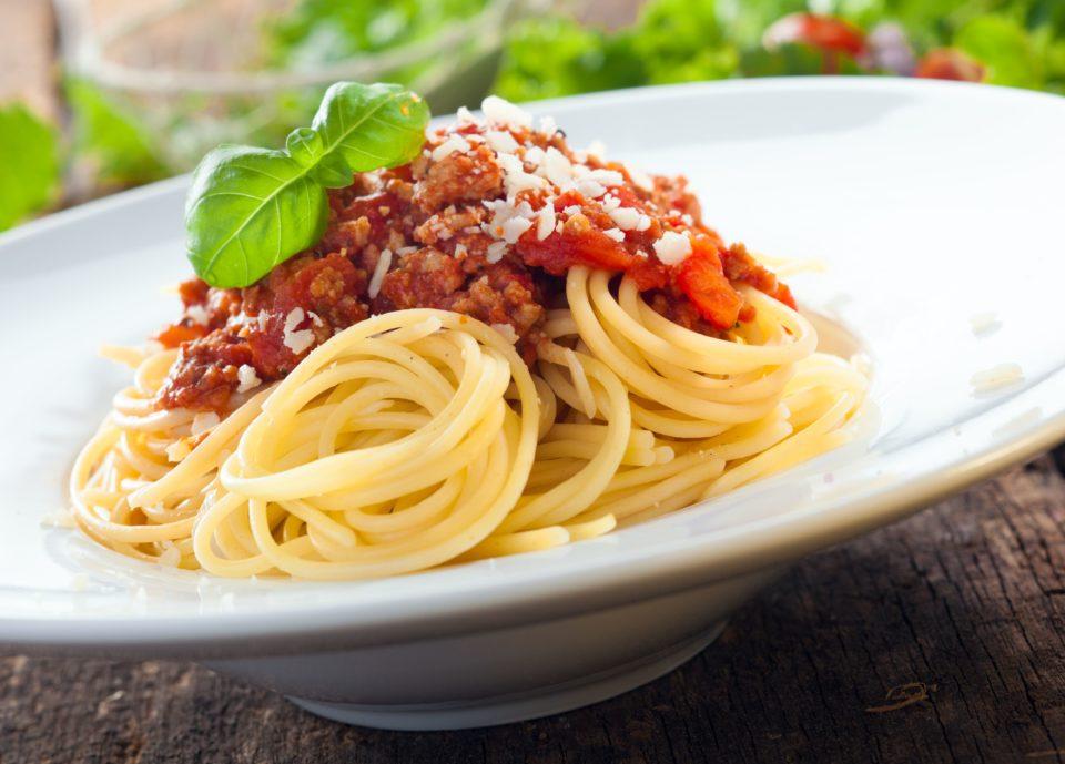 Bolognese omaka s svežo solato