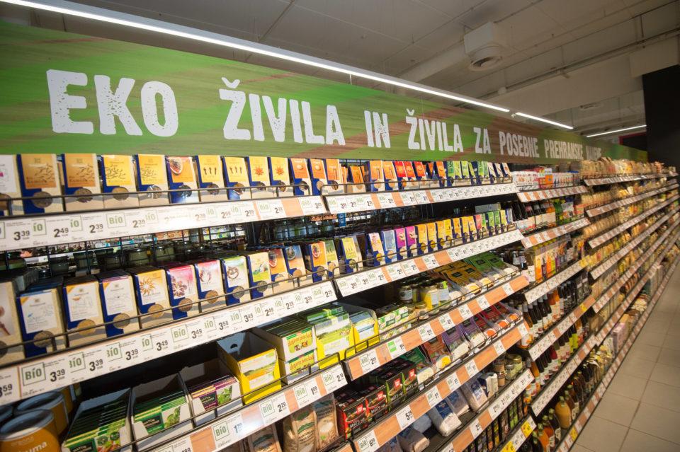 slovenija 04.07.2018, nakupovalna polica z bio izdelki, foto: Anže Petkovšek